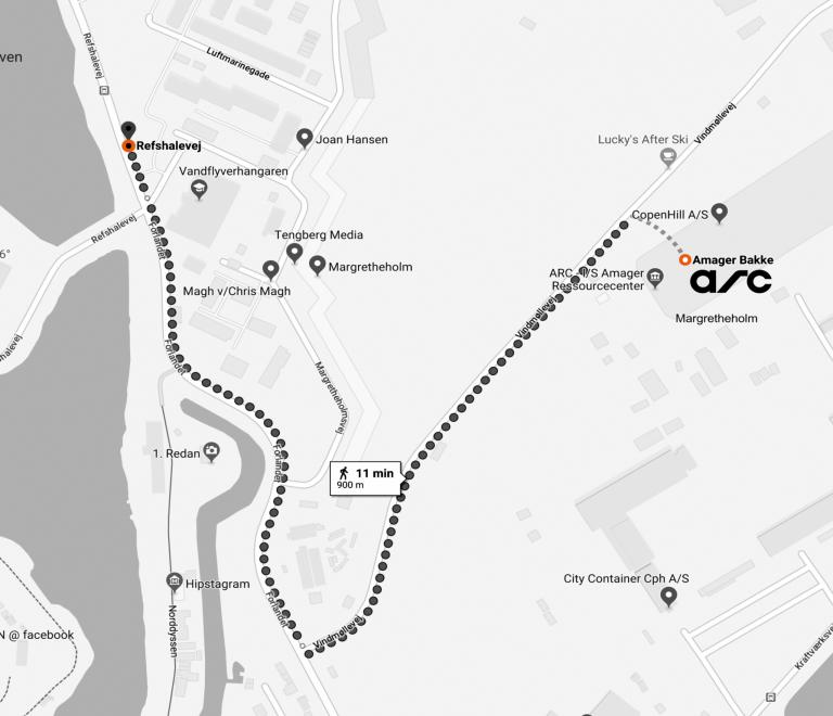 Fra busstoppestedet gå mod syd ad Forlandet. Drej til højre ad vej nummer fire, som er vindmøllevej. Fortsæt nedad Vindmøllevej, til du kommer til Amager Bakke. Turen er 900 meter.
